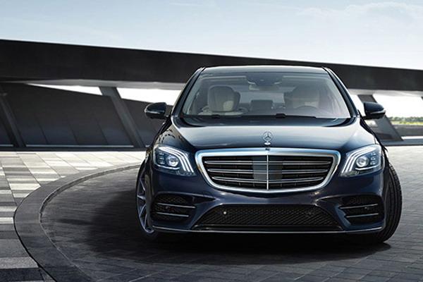 Luxury car chauffeur service